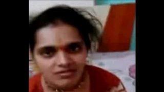 Desi Bhabhi in redi suite boob press
